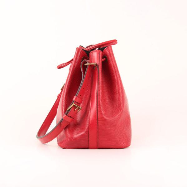 Imagen del lado 1 del bolso bandolera louis vuitton noé épi petit rojo