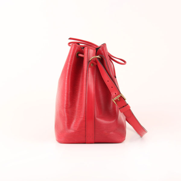 Imagen del lado 2 del bolso bandolera louis vuitton noé épi petit rojo