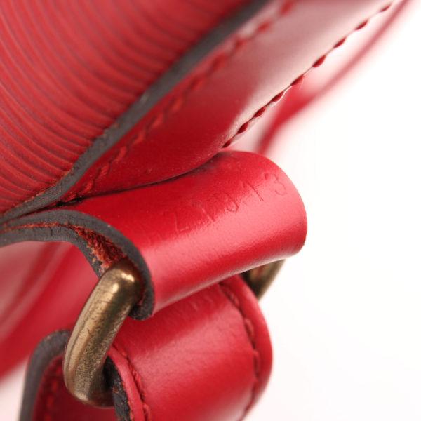 Imagen de la referencia del bolso bandolera louis vuitton noé épi petit rojo