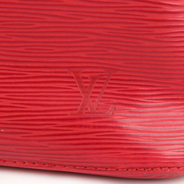Imagen del sello del bolso bandolera louis vuitton noé épi petit rojo