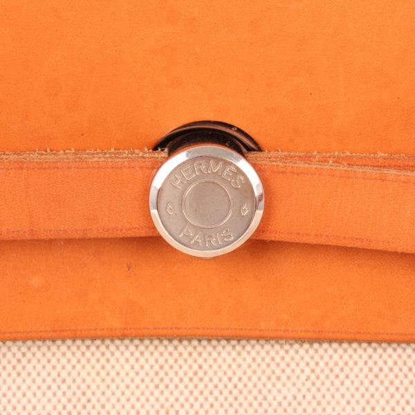 Imagen de la chapa del cierre del bolso bolsa de viaje hermès herbag lona cruda piel natural