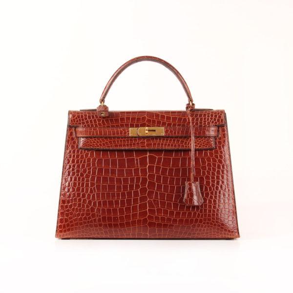 Imagen frontal del bolso Hermès Kelly 32 de Cocodrilo color Whisky.