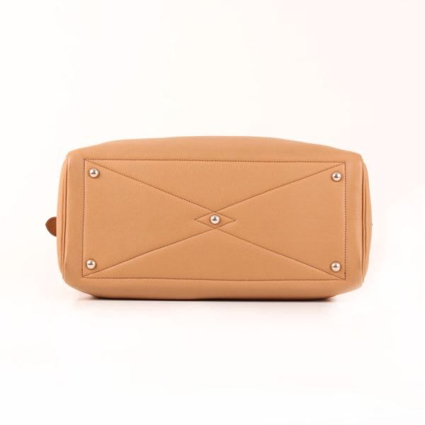 Imagen de la base del bolso hermès victoria II cuero clémence marrón