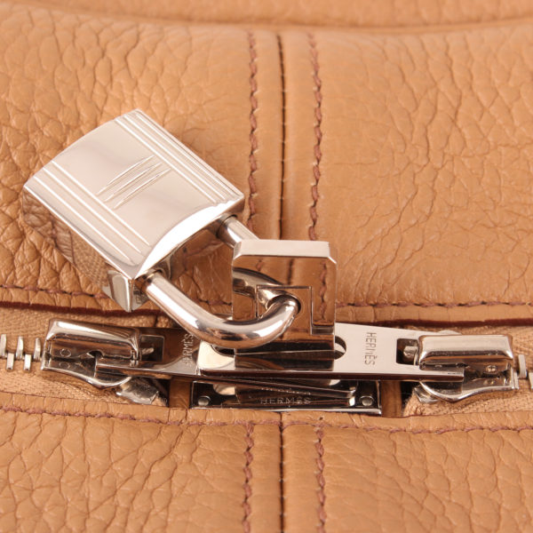 Imagen del candado del bolso hermes victoria II piel clemence marron natural