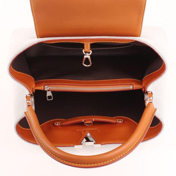 Imagen interior del bolso louis vuitton capucines mm piel mateo lona gris