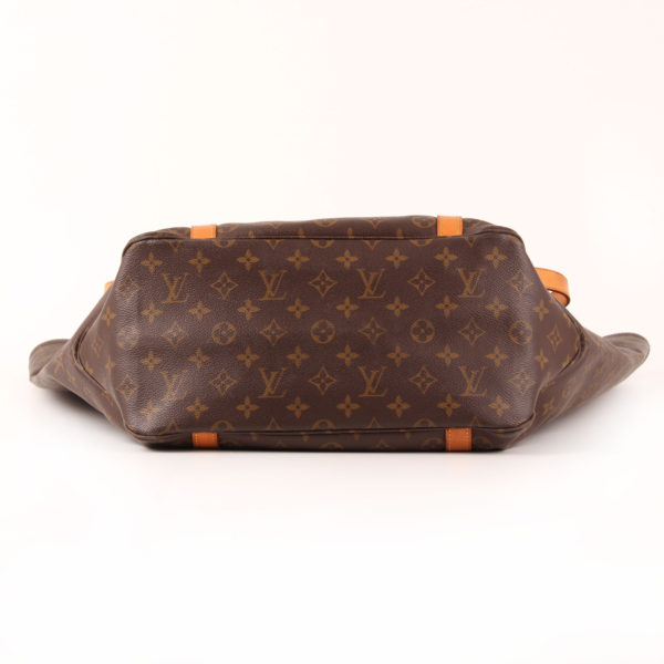 Imagen de la base del bolso louis vuitton grand shopping monogram