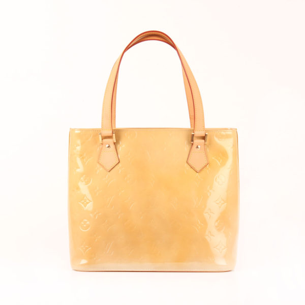 Imagen frontal del bolso louis vuitton houston vernis monogram amarillo