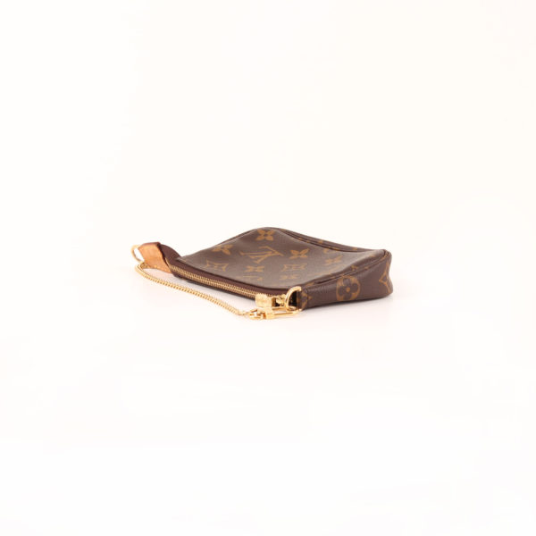 Imagen de la cadena dorada del bolso louis vuitton mini pochette accessoire monogram