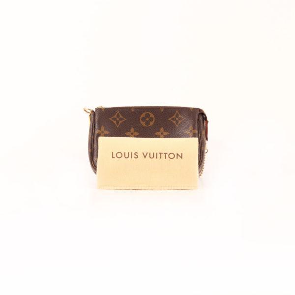 Imagen del bolso louis vuitton mini pochette accessoire monogram cadena con funda guardapolvo