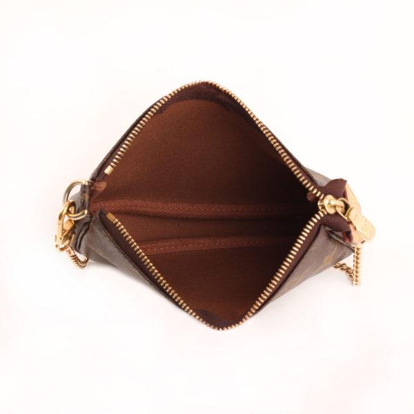 Imagen del interior del bolso louis vuitton mini pochette accessoire monogram cadena
