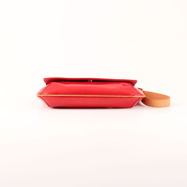 Imagen de la base del bolso louis vuitton thompson vernis monogram rojo