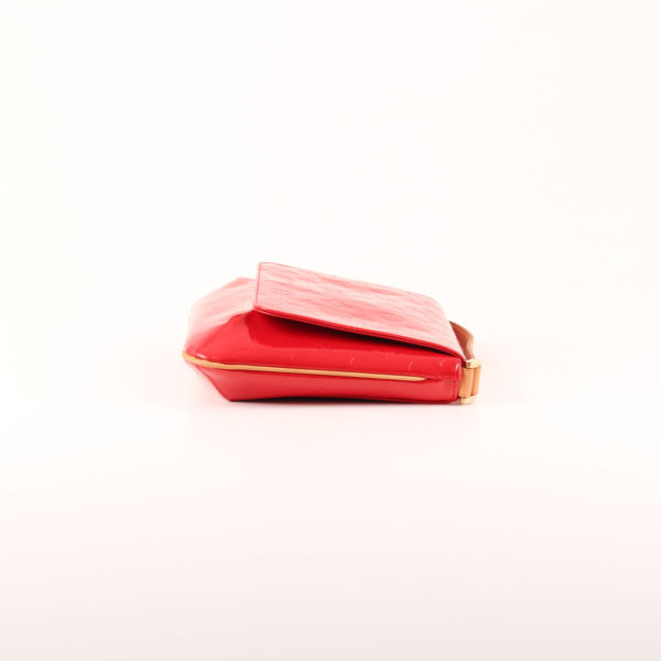 Imagen del lado 1 del bolso louis vuitton thompson vernis monogram rojo