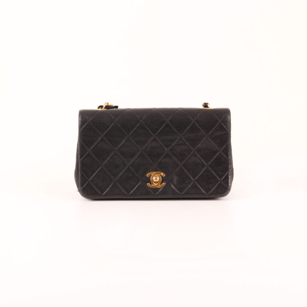 Front image Chanel timeless vintage flap bag in leather lambskin
