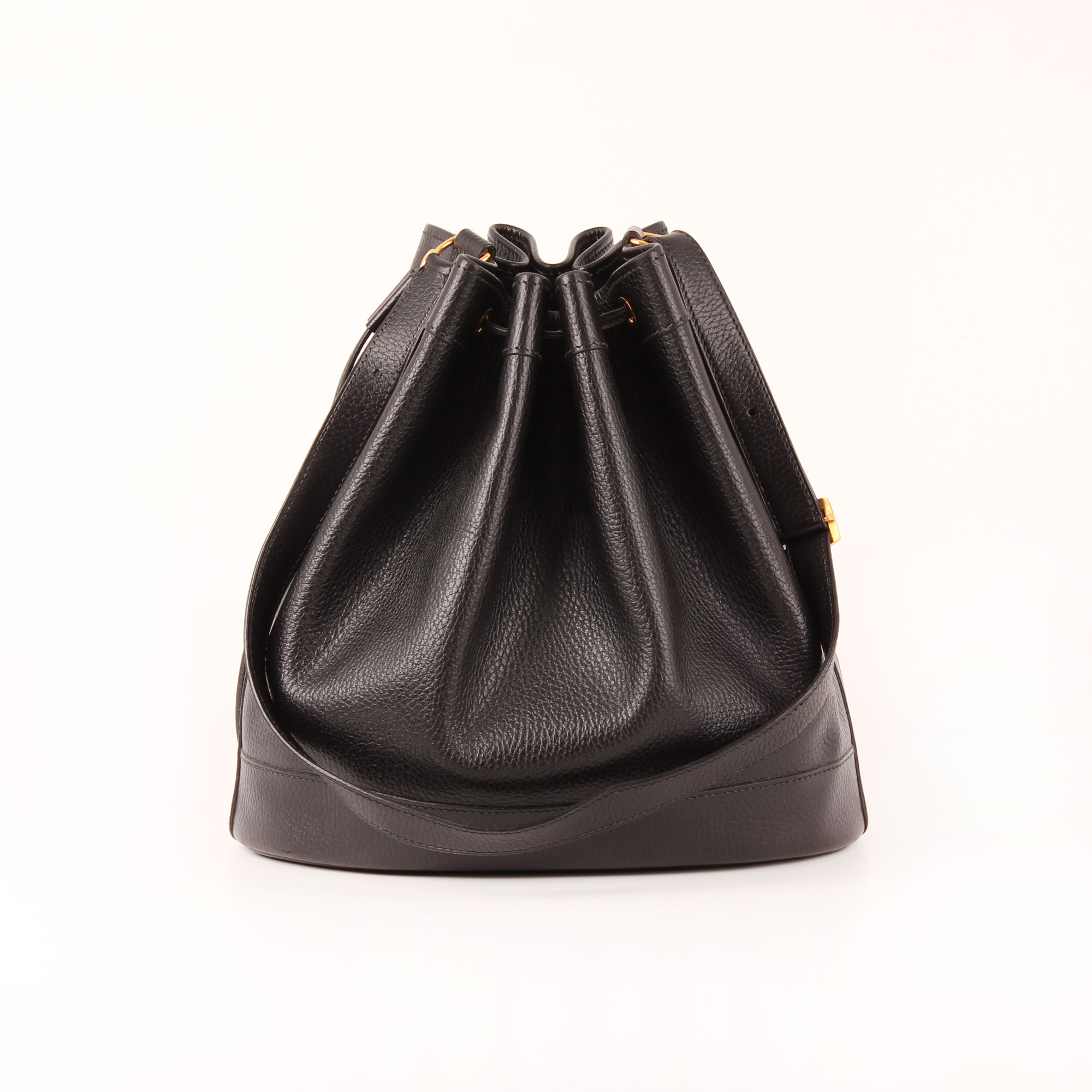 65e539c45f4 Front image of hermès market bucket bag togo black