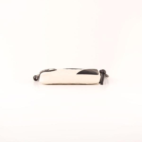 Imagen de la base del bolso chanel cambon quilted pochette blanco base