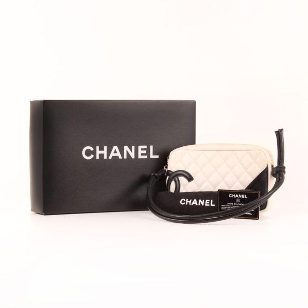 Imagen del dustbag del bolso chanel cambon quilted pochette blanco