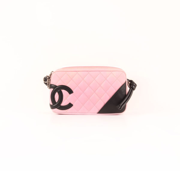 Imagen frontal del bolso chanel cambon quilted pochette