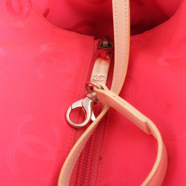 Imagen del detalle del bolso chanel cambon tote shopping