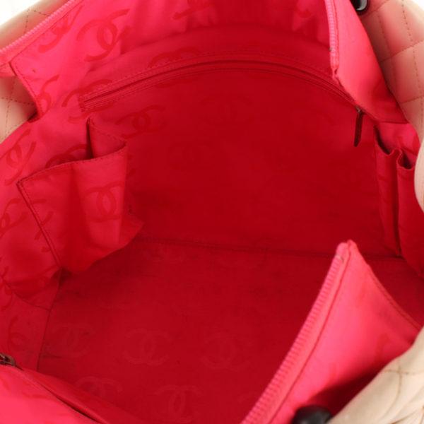 Imagen del interior del bolso chanel cambon tote shopping