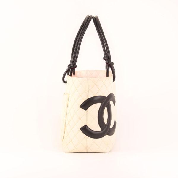 Imagen del lado 1 del bolso chanel cambon tote shopping
