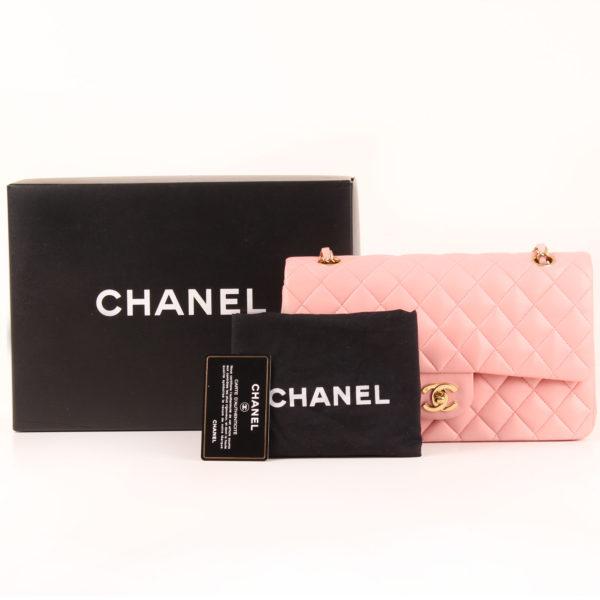 Imagen del dustbag del bolso chanel classic double flap rosa