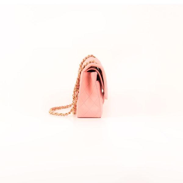 Imagen del lado 2 del bolso chanel classic double flap rosa