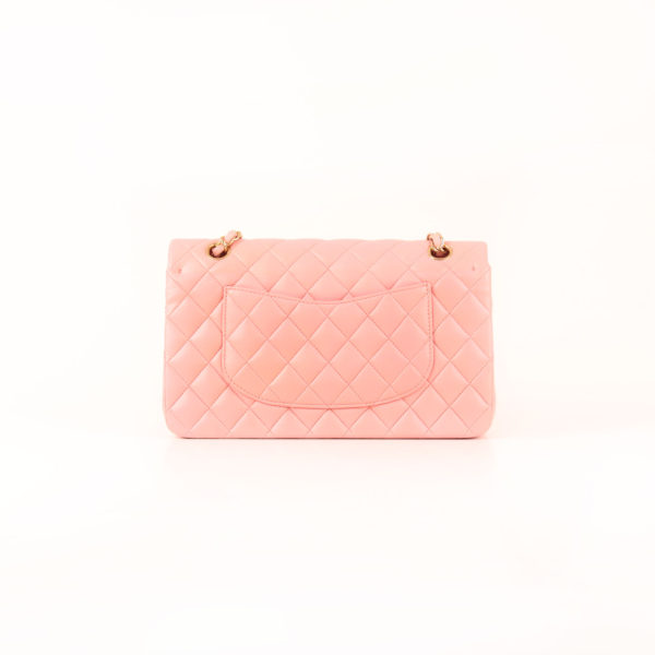 Imagen trasera del bolso chanel classic double flap rosa
