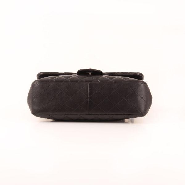 Imagen de la base del bolso de Chanel Flap Large