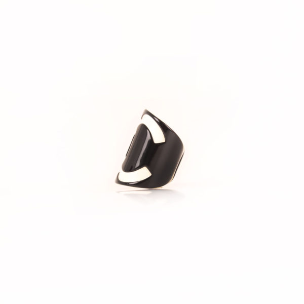 Imagen lateral chanel CC brazalete cuff