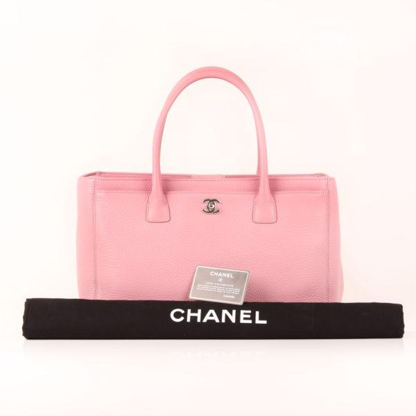 Imagen del dustbag del bolso chanel cerf tote rosa