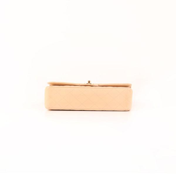 Imagen de la base del bolso chanel double flap caviar beige