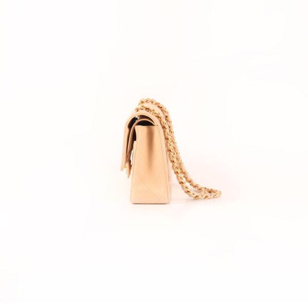 Imagen del lado 2 del bolso chanel double flap caviar beige