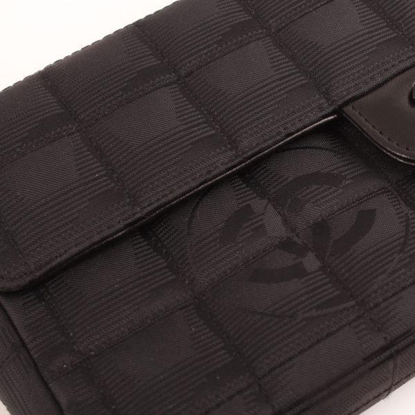Imagen del tejido del bolso chanel travel line black