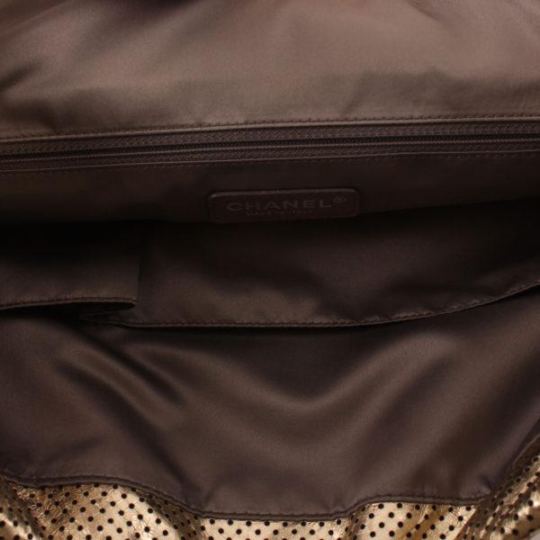 Imagen del bolsillo del chanel drill dorado