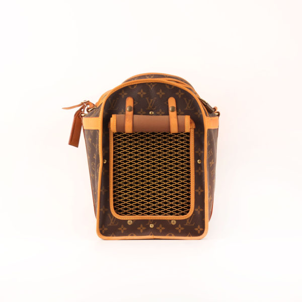 Imagen frontal de la malla de louis vuitton dog carrier 50 monogram