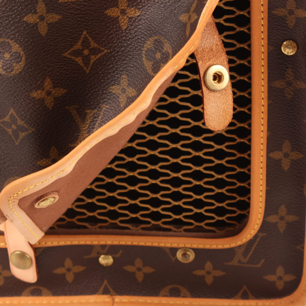 Imagen del detalle de la malla de louis vuitton dog carrier 50 monogram