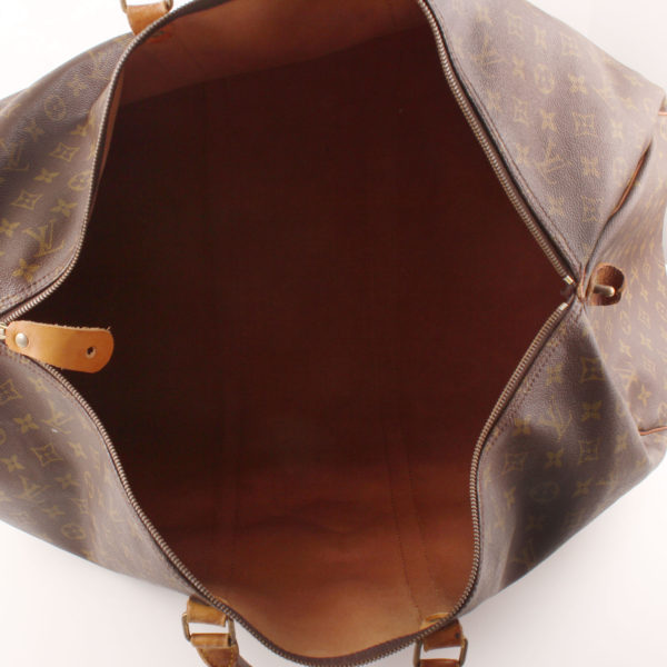 Imagen del interior de la bolsa louis vuitton keepall monogram 60