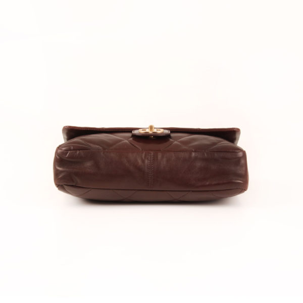 Imagen de la base del bolso chanel maxi quilted marron