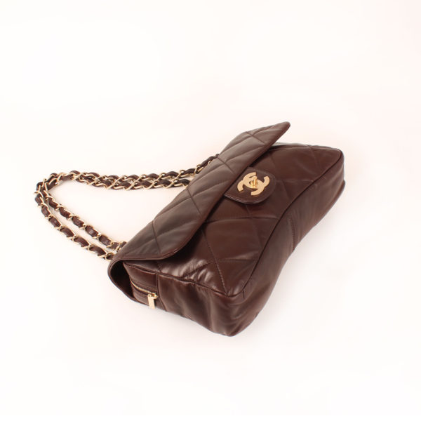 Imagen general 2 del bolso chanel maxi quilted marron