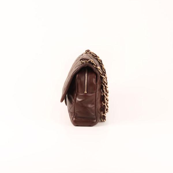Imagen del lado 2 del bolso chanel maxi quilted marron