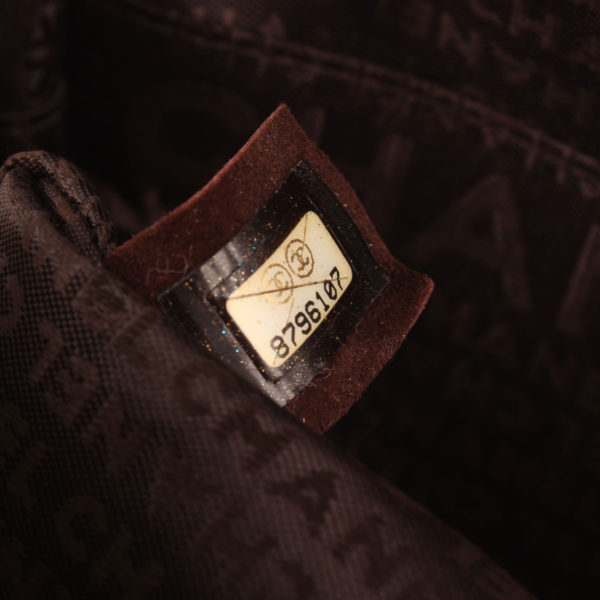 Imagen del serial del bolso chanel maxi quilted marron