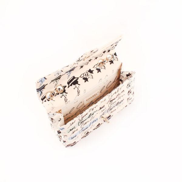 Imagen del interior del bolso chanel coco fabric