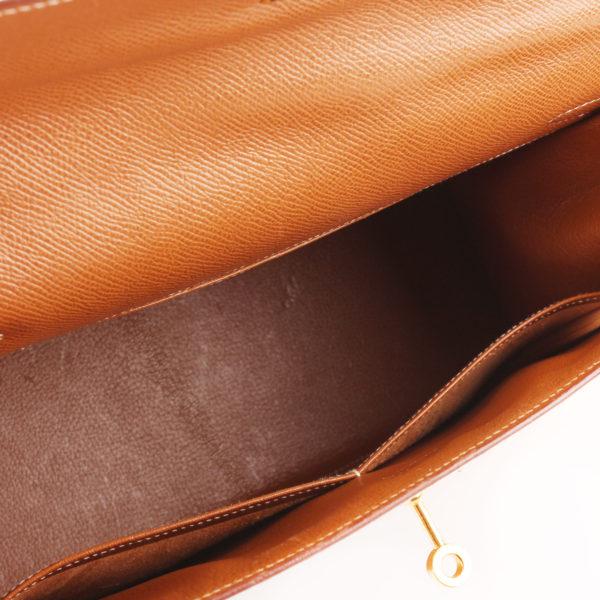 Imagen del interior del bolso hermes kelly 32 gold