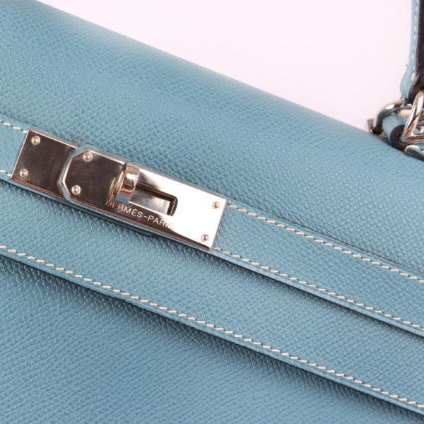 Imagen del herraje del bolso hermes kelly 35 azul