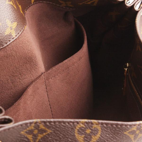 Imagen de los bolsillos del bolso louis vuitton metis monogram