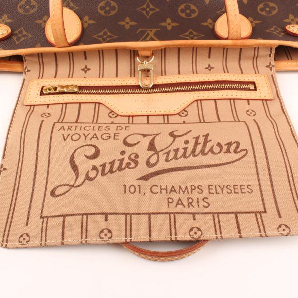 Imagen del bolsillo del bolso louis vuitton neverfull pm monogram