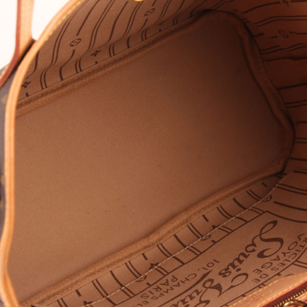 Imagen del interior del bolso louis vuitton neverfull pm monogram