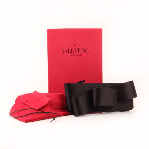 Imagen del dustbag del valentino clutch loop