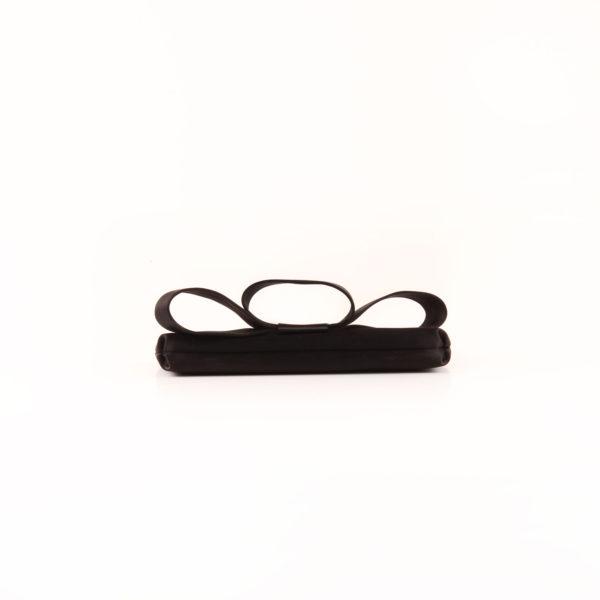 Imagen de la base del bolso valentino loop clutch