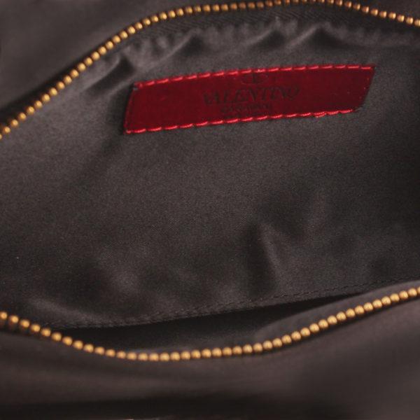Imagen del forro del bolso valentino loop clutch